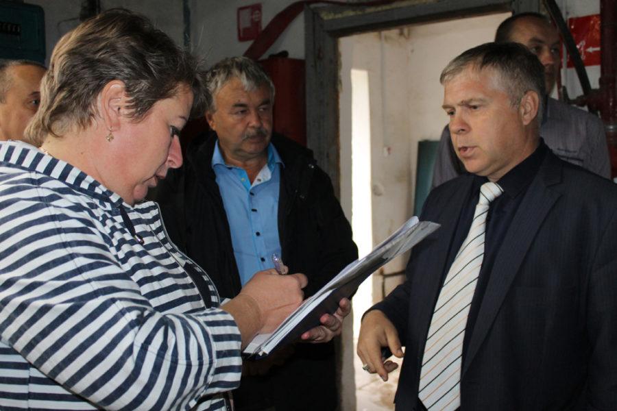 Руководители обсуждают алгоритм действия при коммунальной аварии