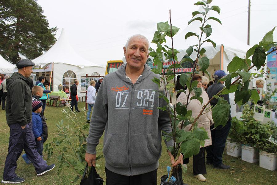 Житель Багаряка Олег Пашнин доволен покупкой