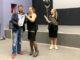 Александра Мурашкина награждает директор кинотеатра