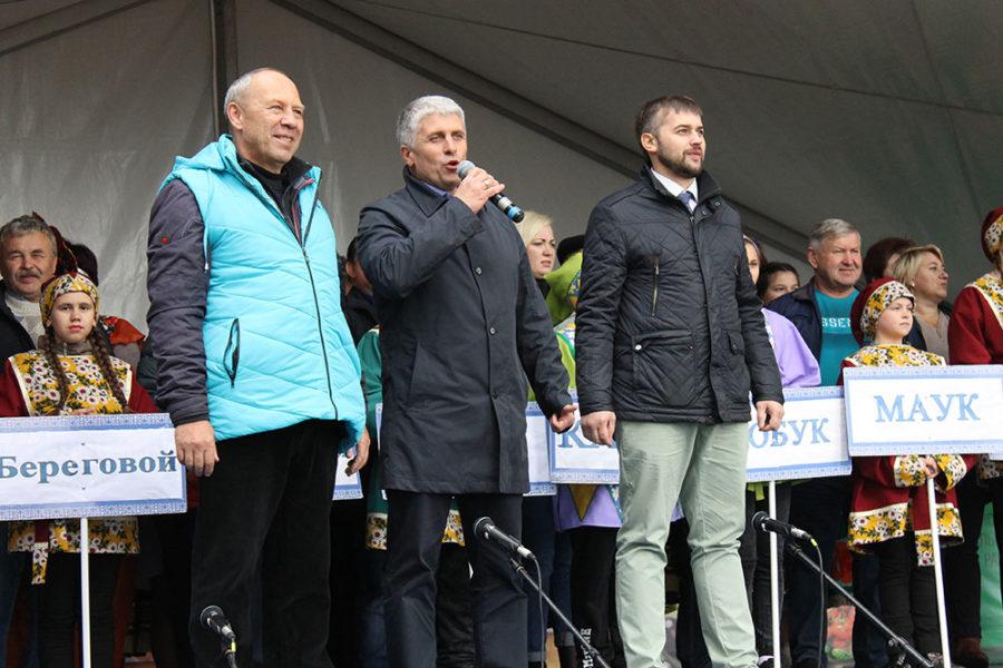 На главной сцене с приветственным словом Сергей Беляев, Игорь Колышев и Евгений Литвинов