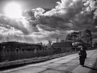 Матушка Феодосия на улице села Булзи