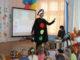 Светофор Светофорович загадывает детям загадки про знаки дорожного движения