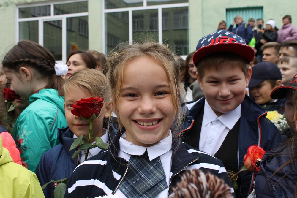 Пятиклассница Софья Бойко рада встрече с одноклассниками