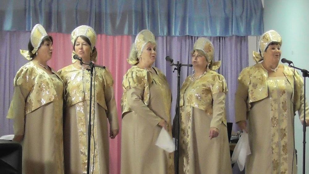 Вокальная группа «Россиянка» исполняет композицию «Стелется дым»