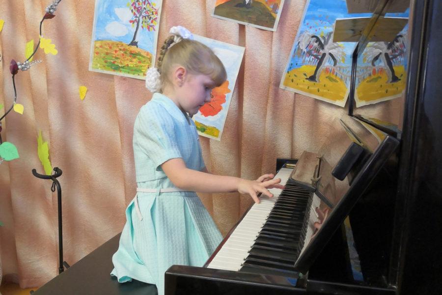 Юная пианистка Семёнова Кристина