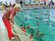 Тренер-преподаватель Фаина Николаевна Никандрова ведет занятие по обучению плаванию