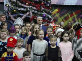 Ёлка главы Каслинского района собрала лучших учеников школ