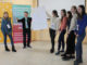 Смешанная группа учащихся городских школ защищает свой рисунок вожатого