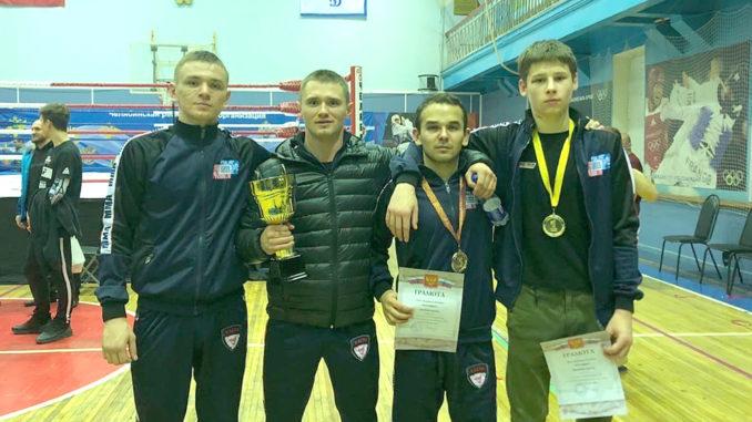 Слева направо: Алексей Косталев, тренер Дмитрий Свистунов, Радж Ахмедов, Никита Михайлович