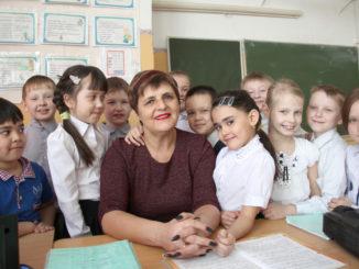 Ольга Михайловна Деменева со своими второклассниками