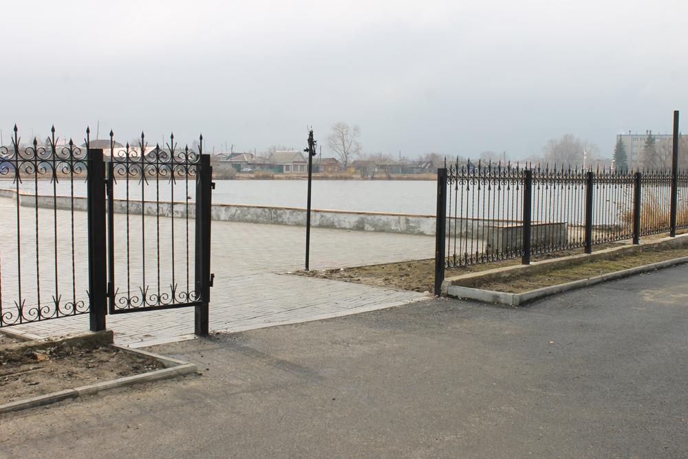 Ограждение территории сквера «Победы» теперь без ворот