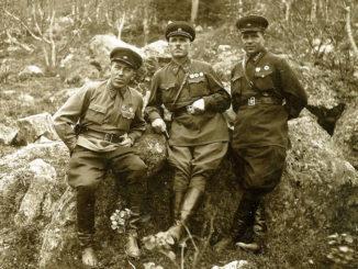 Павел Николаевич Яскин (в центре) в Заполярье. Июнь 1942 г.