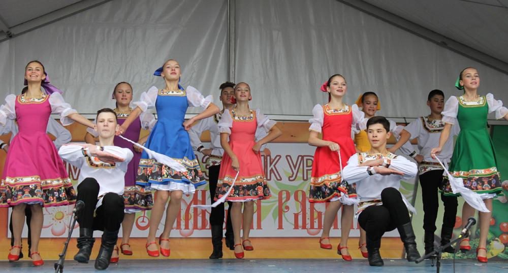 «Рассвет» с танцем «Задорина» (Фото из архива, 2019 г.)