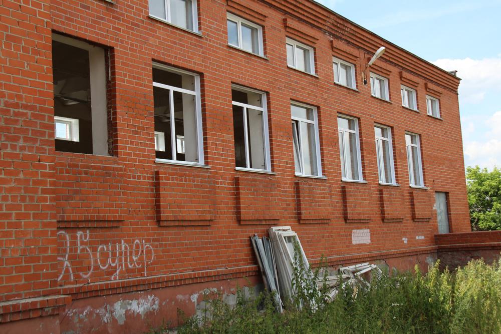 В рамках программы «Реальные дела» по проекту «Теплое окно» в школах, детсадах и учреждениях культуры заменят 573 окна