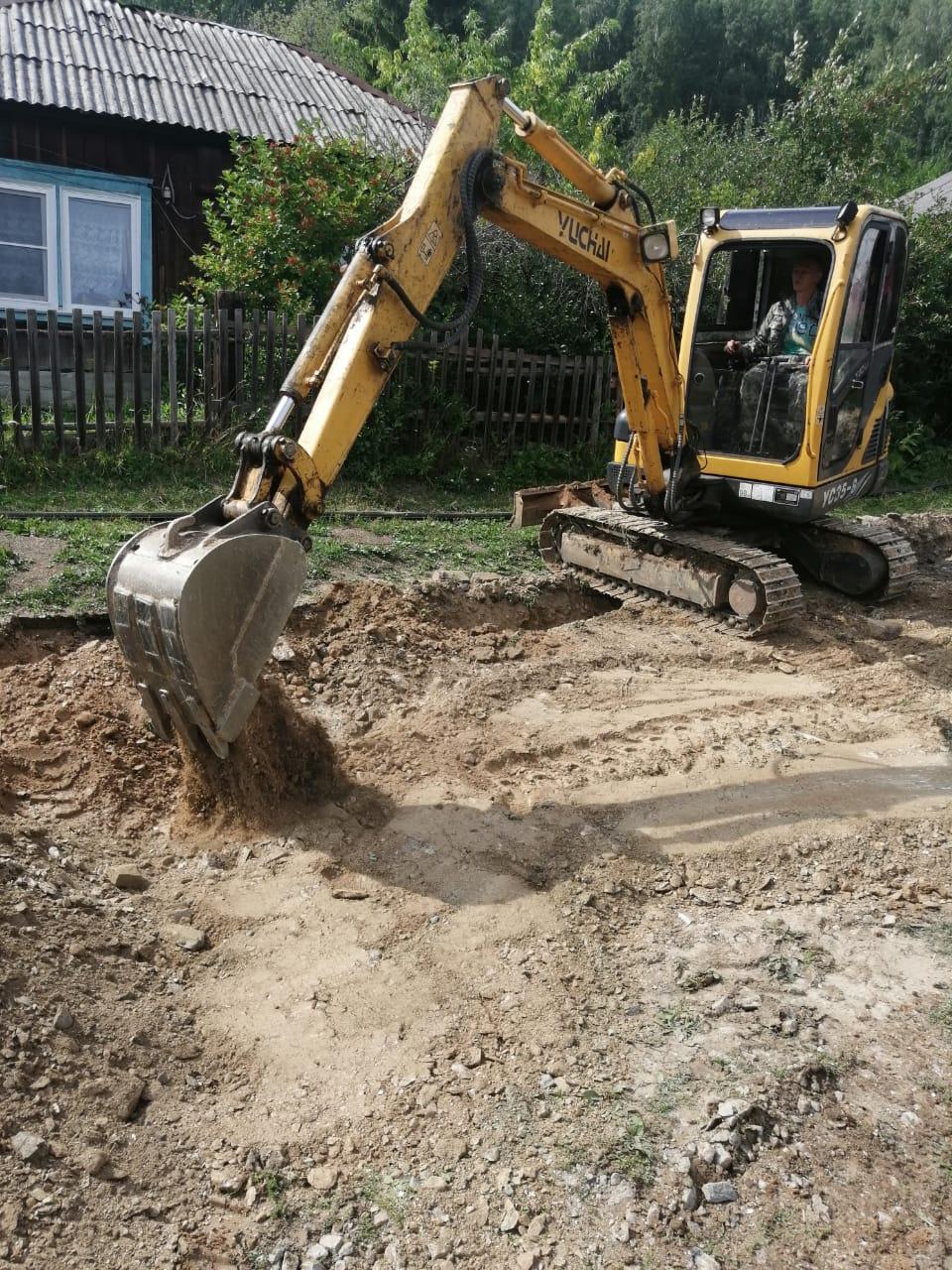Идут строительные работы по газификации на одной из улиц п. Маук