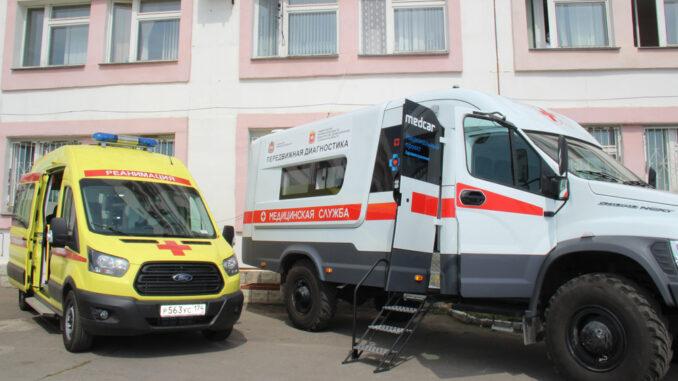 Автопарк больницы пополнился новыми реанимобилем и передвижным диагностическим комплексом, укомплектованными современным оборудованием
