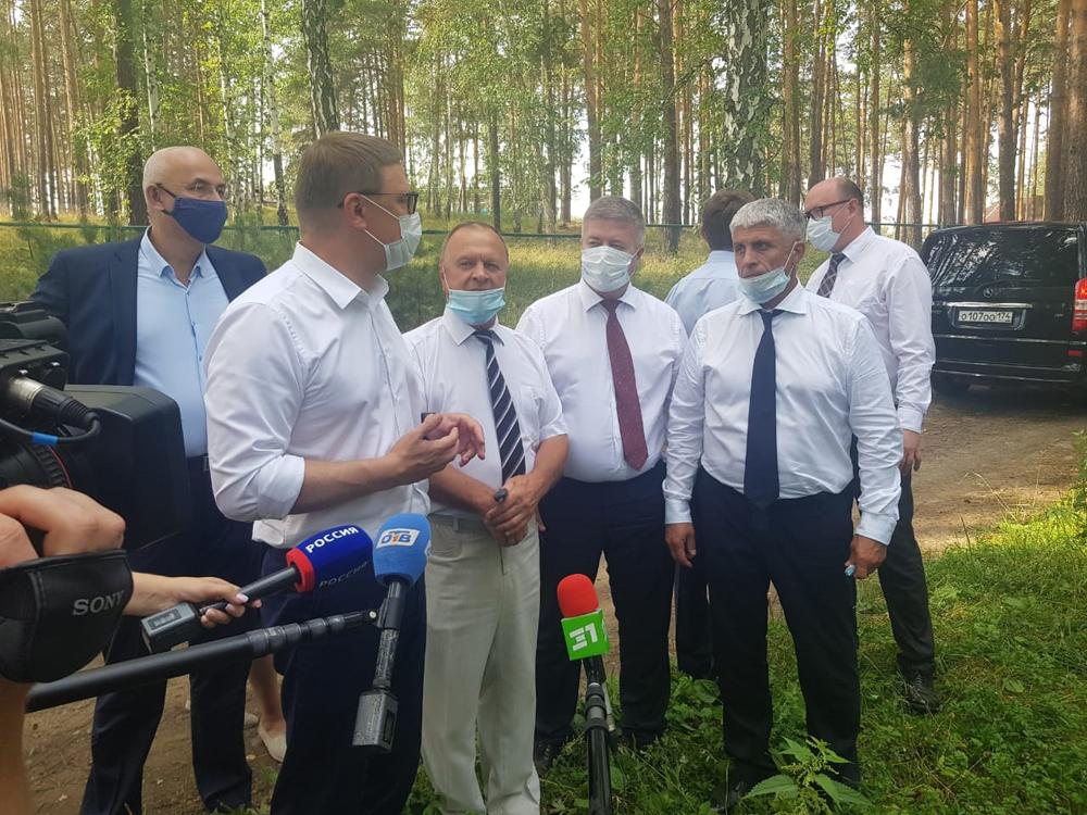 В Вишневогорске местные власти показали губернатору площадку, на которой  планируется построить новую школу