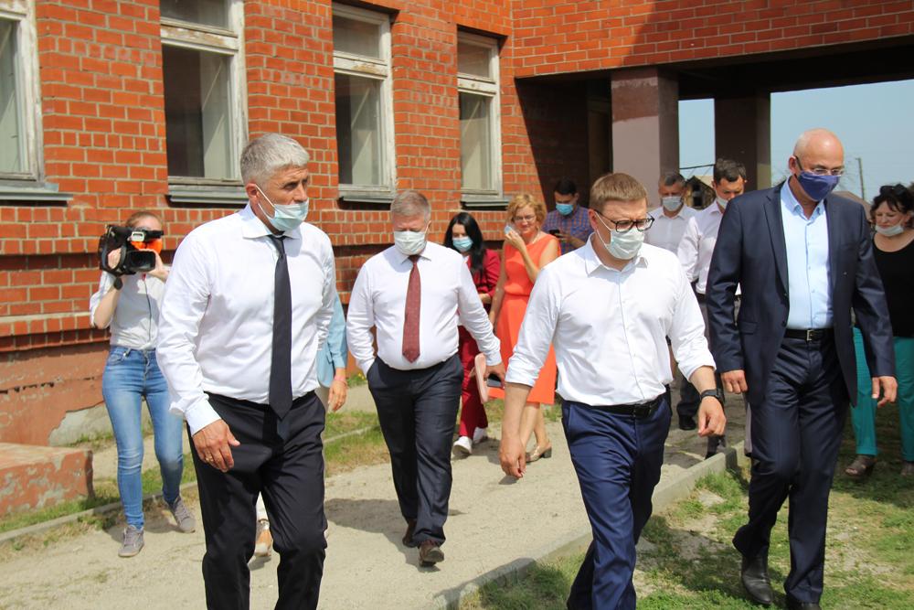 Глава региона посетил здание школы №25