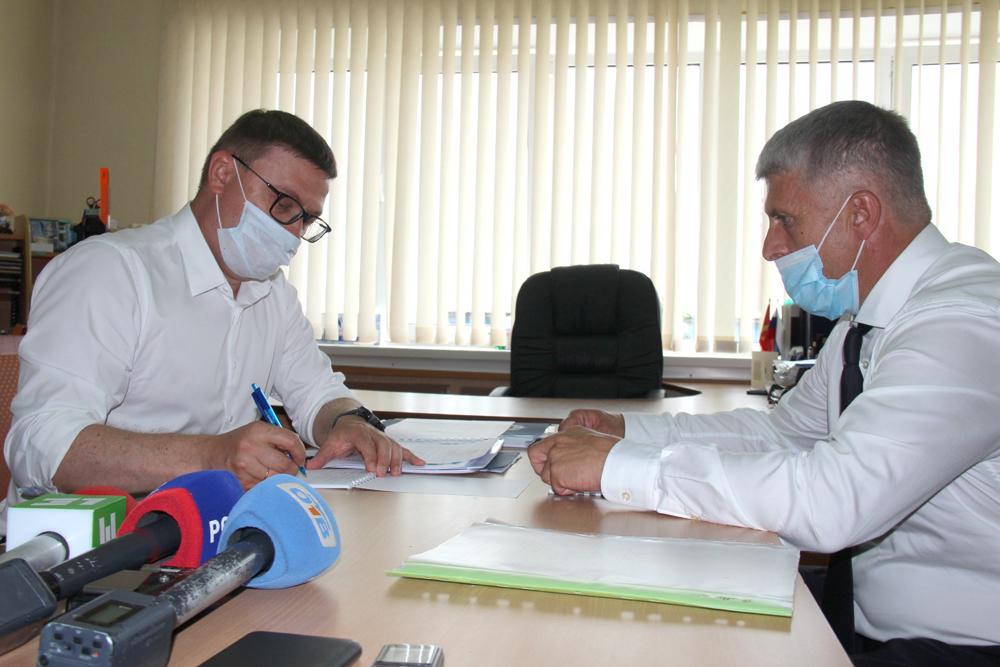 Губернатор Алексей Текслер обсудил выполнение прошлых поручений с главой района Игорем Колышевым