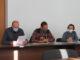 Члены депутатской бюджетной комиссии изучают раздаточную документацию