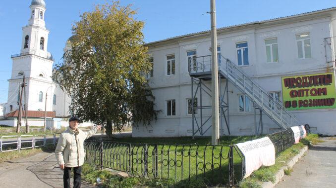 Сергей Федорович Конюхов рассказывает, что в здании бывшей швейной фабрики в 50-60-х годах располагались отделы эвакуированного Харьковского завода
