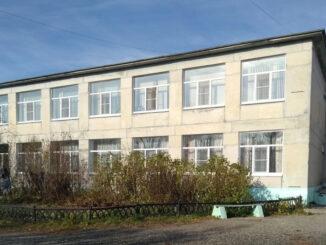 Здание Булзинской сельской школы засияло новыми окнами